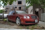Bentley Continental Flying Spur phủ bụi, nằm cạnh xe rác tại Hải Phòng