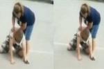 Video: Tên trộm bị nữ nạn nhân đánh túi bụi, phải cầu cứu người đi đường