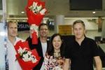 Michael Learns to Rock và Wonder Girls bất ngờ xuất hiện tại sân bay Tân Sơn Nhất
