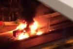 Clip: Xe khách giường nằm cháy ngùn ngụt trên đường vành đai 3 Hà Nội