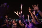 Thiếu nữ xinh đẹp quậy tung bữa tiệc âm nhạc của DJ hàng đầu thế giới ở sân Mỹ Đình