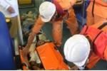Điều tàu SAR412 cứu ba ngư dân bị ngạt khí gas, nguy kịch trên biển