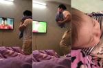 Clip: Sợ con thức giấc, ông bố trẻ ngậm khăn 'âm thầm' cổ vũ U23 Việt Nam