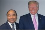 Thủ tướng Nguyễn Xuân Phúc và Tổng thống Donald Trump cùng giơ ngón tay cái 'thumbs up'