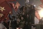 Hàng trăm người trèo nóc xe tải 'quẩy' hết mình dù U23 VN giành ngôi á quân