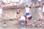 Chụp hình kỉ niệm cuối năm ở ruộng nước, 2 học sinh đuối nước thương tâm