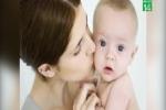 Mẹ hôn môi thường xuyên khiến bé trai bị viêm màng não