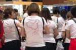 Phản ứng việc du khách Trung Quốc mặc áo in hình 'đường lưỡi bò'