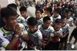 Video: Đội bóng Thái Lan cười rạng rỡ, đá thử bóng trong buổi họp báo