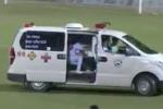 Clip: Xe cứu thương lao thẳng vào sân giữa trận Cần Thơ vs Nam Định