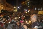 Đường phố Sài Gòn ùn tắc, hỗn loạn trong đêm Giáng sinh