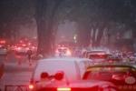 Biển người tê liệt giữa cơn mưa như trút, gió giật mạnh ở Sài Gòn