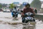 Video: Đường TP.HCM ngập nặng, giao thông hỗn loạn sau mưa lớn