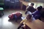 Cận cảnh bảo mẫu tàn bạo hành hạ trẻ em