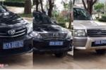 Hơn 10 ô tô biển xanh chở cán bộ nghỉ hưu đi ăn cưới ở Sóc Trăng