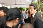 Đại sứ Nhật Bản đến thăm hỏi nhà bé gái Việt bị sát hại