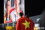 Xúc động giây phút hai VĐV Việt Nam chia sẻ ngôi vô địch, rưng rưng hát Quốc ca