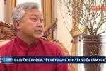 Đại sứ Indonesia tự tay mua đào, chọn bánh chưng thưởng thức Tết Nguyên đán