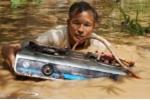 Thanh Hóa: Nước lũ lên ầm ầm, cả xóm tháo chạy không kịp mang theo tài sản