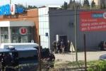 Xả súng, bắt cóc con tin ở Pháp, ít nhất 2 người bị bắn chết
