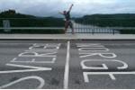 Đường biên giới kỳ lạ 'nhất quả đất': Nằm ngủ đầu ở 1 nước, chân ở 1 nước