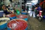 Chợ cá lớn nhất Hà Nội tấp nập trước ngày Táo quân chầu trời