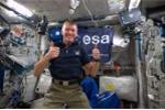 Các phi hành gia Anh tiết lộ những trò tiêu khiển ngoài không gian