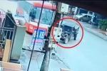 Clip: Sang đường không dứt khoát, công nông gây họa cho xe khách