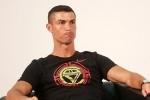 MC Trung Quoc buc xuc vi Cristiano Ronaldo bo ve giua buoi phong van hinh anh 2