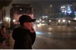 Video: Bị công an tuýt còi, tài xế xe tải dùng chiêu gọi điện thoại cho người thân