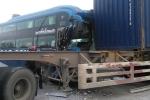 Xe đầu kéo lấn làn, đâm xe khách ở Quảng Ninh