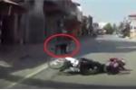 Clip: Đi bộ qua đường không quan sát suýt gây tai nạn chết người