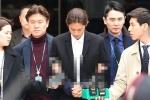 Sau khi nhận tội, ca sĩ trong nhóm chat tình dục của Seungri bị trói chặt, còng tay đưa đến trại giam