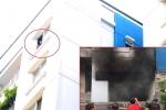 Chung cư Carina ở TP.HCM cháy trở lại sau 8 tiếng: Hai cụ già mắc kẹt hoảng loạn cầu cứu