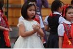 Điều thú vị ít người biết về cô bé tặng hoa Chủ tịch Tập Cận Bình