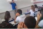 Video: Thầy giáo bị nợ lương bật khóc khi nhận khoản giúp đỡ từ học sinh