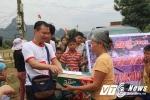 Hàng cứu trợ của độc giả VTC News đã đến với đồng bào lũ lụt miền Trung