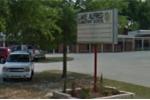 Bắt học sinh lớp 2 cọ sàn bằng bàn chải đánh răng suốt 3 giờ, giáo viên bị đình chỉ