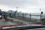 Để lại xe máy trên cầu Bãi Cháy, người đàn ông nhảy xuống vịnh tự tử