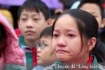 Điều gì khiến hàng trăm học sinh Hải Dương khóc nức nở ngay tại sân trường?