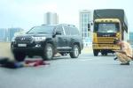 Phóng xe máy bạt mạng vào đường cấm, nam thanh niên chết thảm sau cú tông ô tô