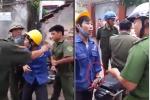 Thực hư clip công an xã dùng còng số 8 bắt giữ người trái phép ở Hà Nội