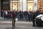 Clip: Thanh niên cố đập nát iPhone X để thử độ bền và cái kết bất ngờ