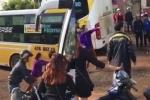 Video: Nhân viên xe khách dùng tuýp sắt choảng nhau vì không chịu nhường đường