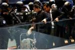 Kiệt sức sau 3 tiếng tái hiện nghi án Kim Jong-nam, Đoàn Thị Hương phải ngồi xe lăn