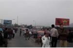 Dân đưa 50 ô tô chặn cầu Bến Thủy 1 để phản đối thu phí