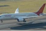 Video: Hành khách thót tim khi thấy cửa máy bay bật tung giữa trời