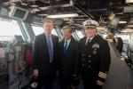 Đại sứ Phạm Quang Vinh thăm tàu sân bay USS George H.W. Bush