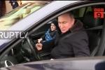 Clip: Nhân vật đặc biệt được ông Putin đích thân lái xe chở ra sân bay