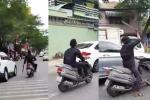 Video: Nam thanh niên phóng bạt mạng, dùng mã tấu chém vỡ hàng chục kính chiếu hậu ô tô ở Sài Gòn